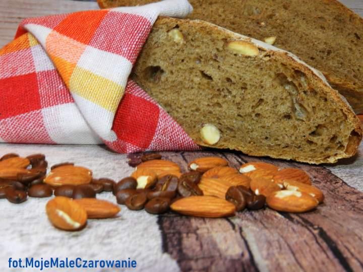 Świąteczny – bożonarodzeniowy chleb z kawą i migdałami