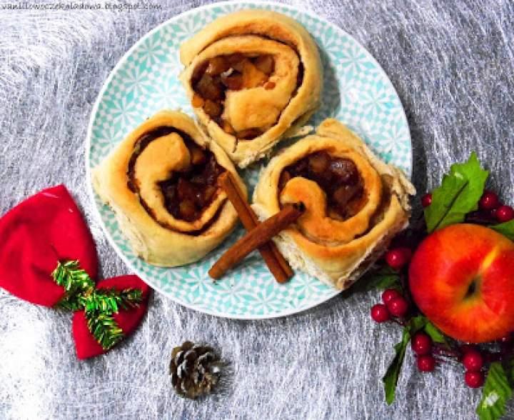 Ślimaczki szarlotki na drożdżowym, czyli Cinnamon & apple rolls buns