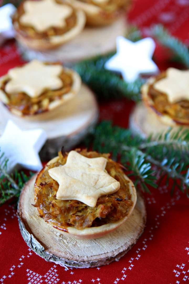Mini tarty z kapustą i jabłkiem