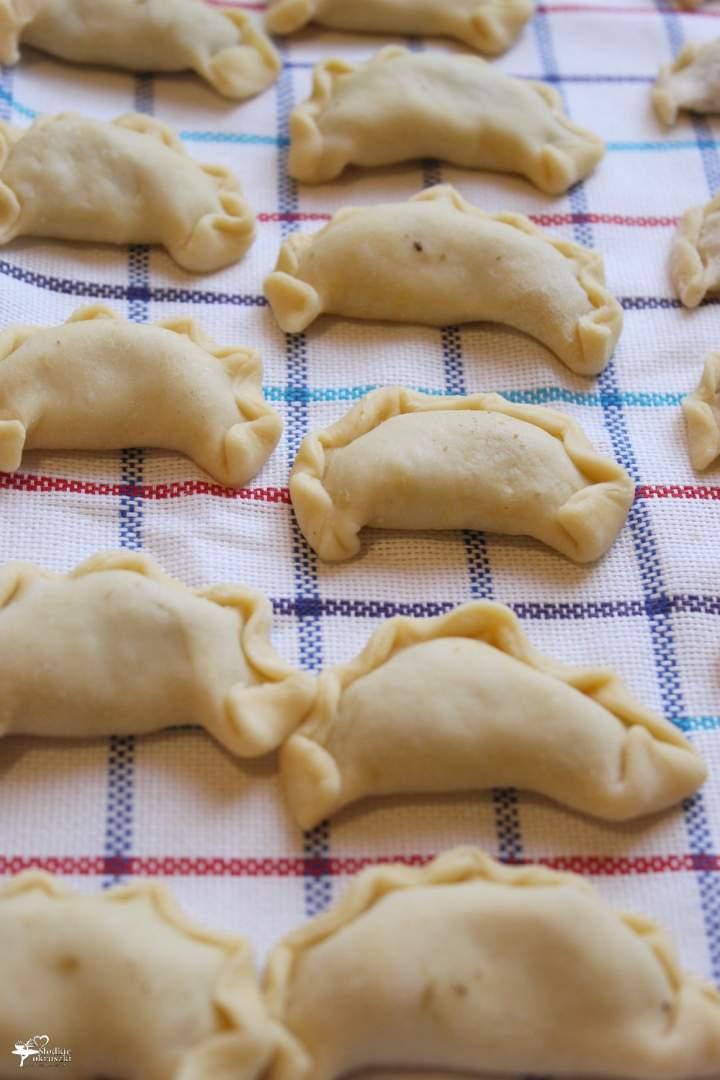 Świąteczne pierogi z kapustą i grzybami (przepis na pyszne ciasto)