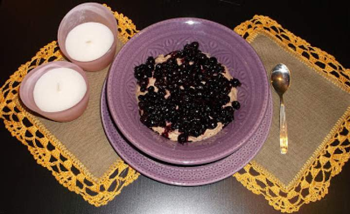 Deser orzechowo-kakaowo-jagodowy