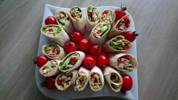 Roladki z tortilli z kurczakiem i warzywami