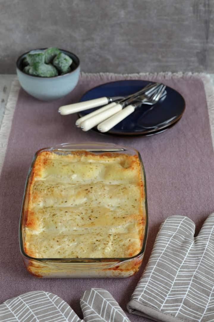 Naleśniki ze szpinakiem zapiekane pod serowym beszamelem
