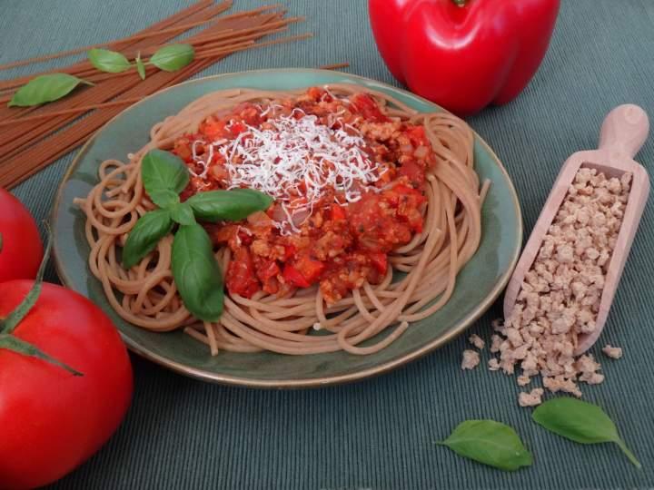 Spaghetti z granulatem sojowym