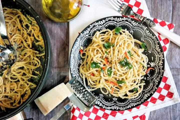 Spaghetti z czosnkiem i chili (Aglio olio)