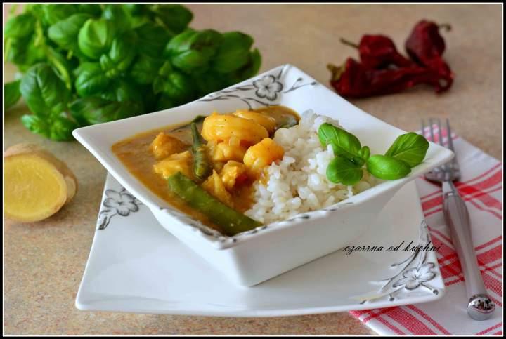 Rybne curry z krewetkami i groszkiem cukrowym