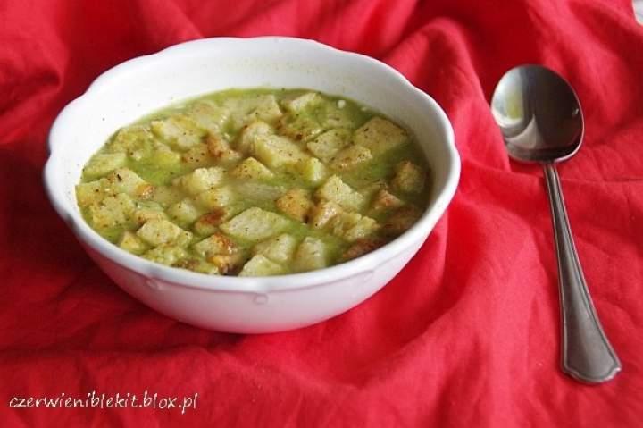 Zupa z zielonego groszku i sera Lazur