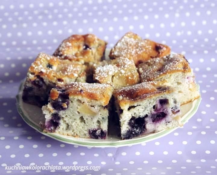 Ciasto ucierane z jabłkami i borówkami