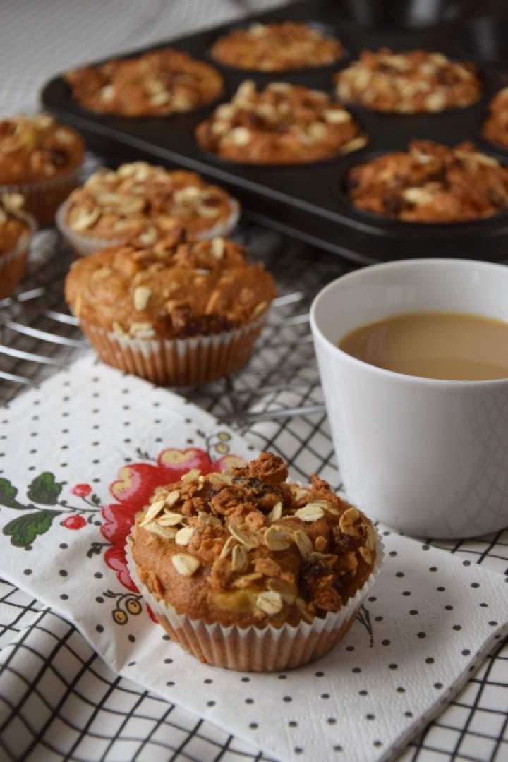 Muffinki marchewkowo-jabłkowe z kruszonką musli