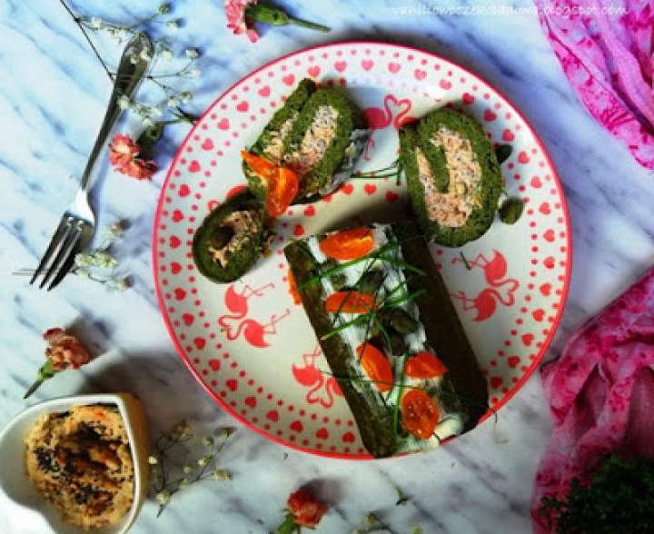 Zakręcona szpinakowa frittata z tuńczykiem, kaparami i zielonym pieprzem