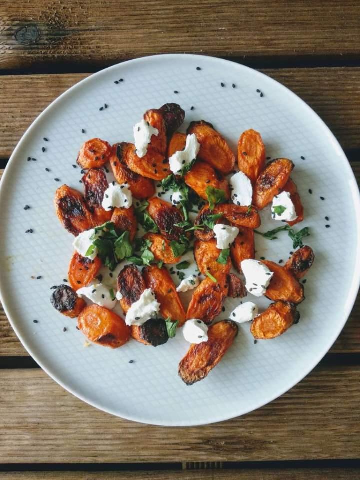 Pieczone marchewki z serem kozim