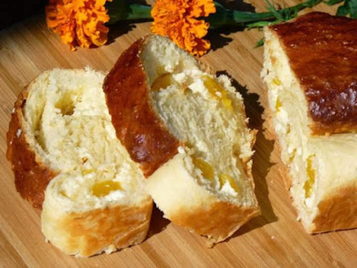 Ciasto drożdżowe z serem i brzoskwiniami