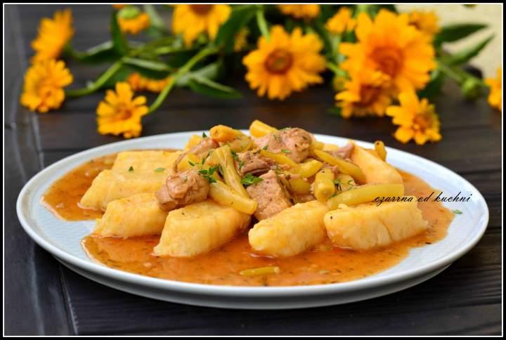 Kopytka ziemniaczano-dyniowe z sosem