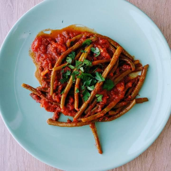 Duszona fasolka z pomidorami