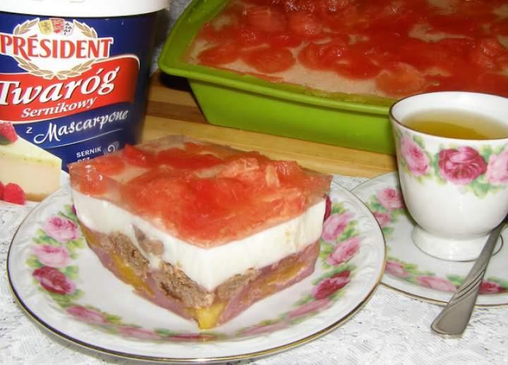 smaczny brzoskwiniowo-arbuzowy z czekoladą sernik na zimno…