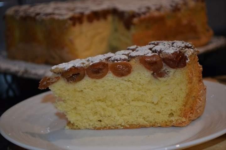 Owoce zalewane biszkoptowym ciastem