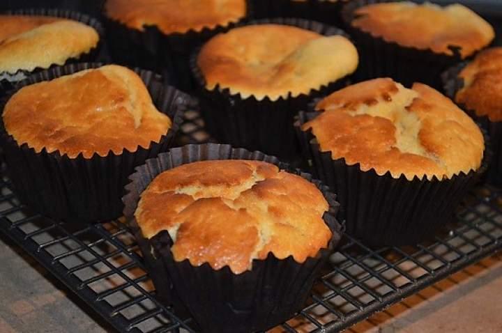 Muffiny śniadaniowe na maślance