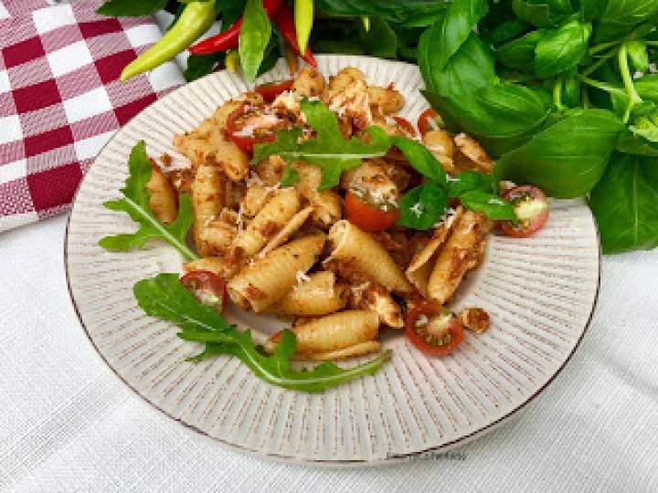 Makaron z pesto z suszonych pomidorów i kurczakiem