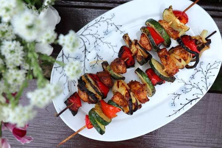 Szaszłyki z warzywami i kurczakiem