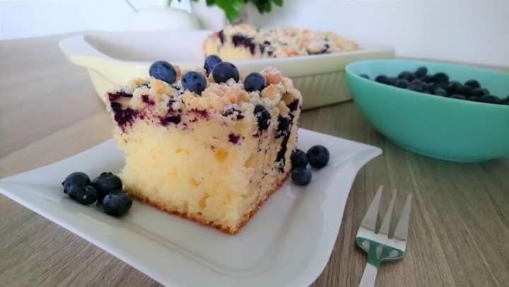 Ciasto na kefirze z borówkami i kruszonką