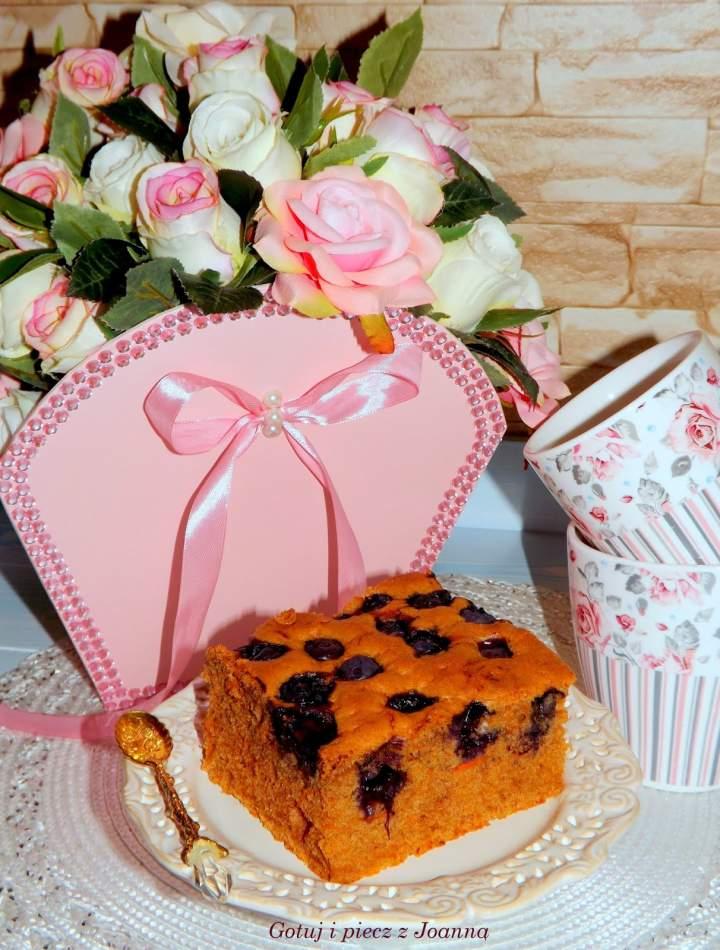 Marchewkowe ciasto z borówkami- przepis