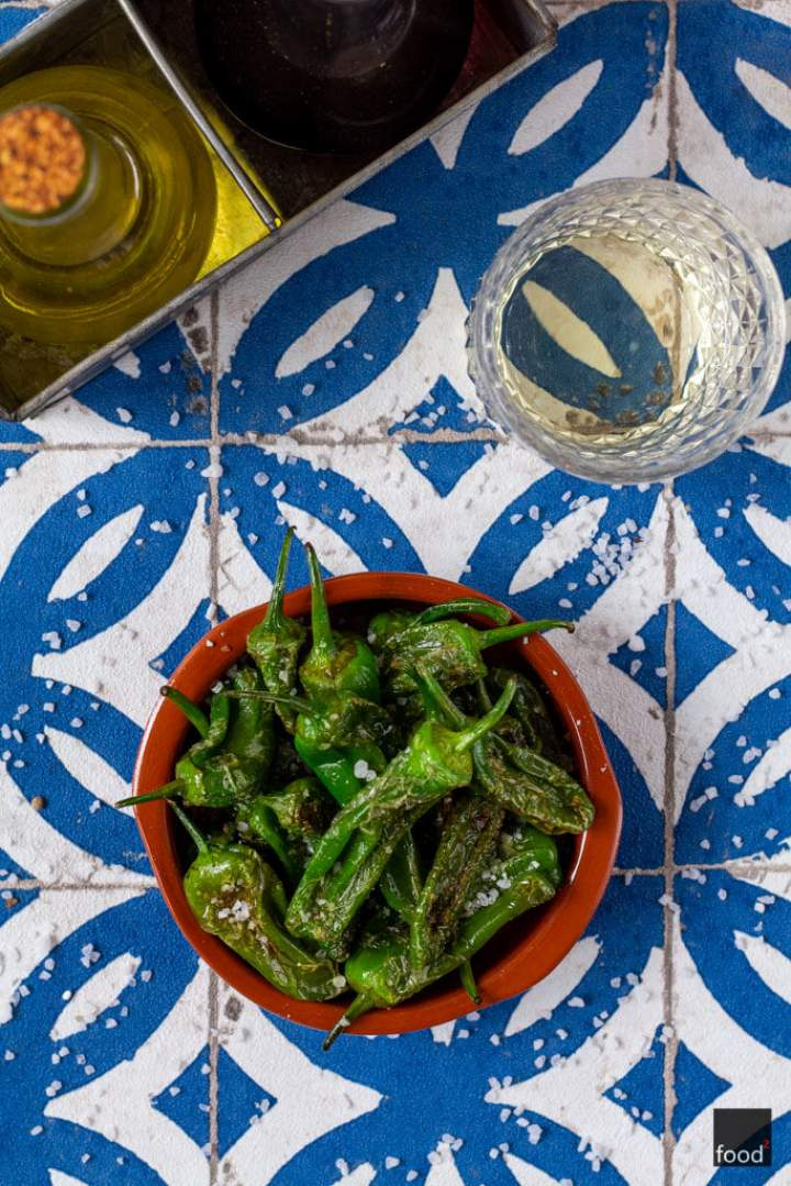 Smażone papryczki pimientos de Padrón