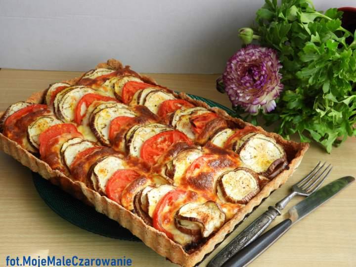 Tarta razowa z bakłażanem, pomidorami i mozzarellą