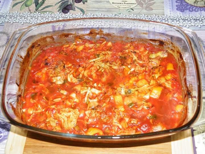 Schab na szybko z warzywami w sosie pomidorowym