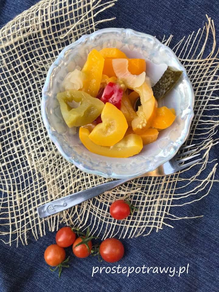 Sałatka z cukinią i zielonym pomidorem na zimę