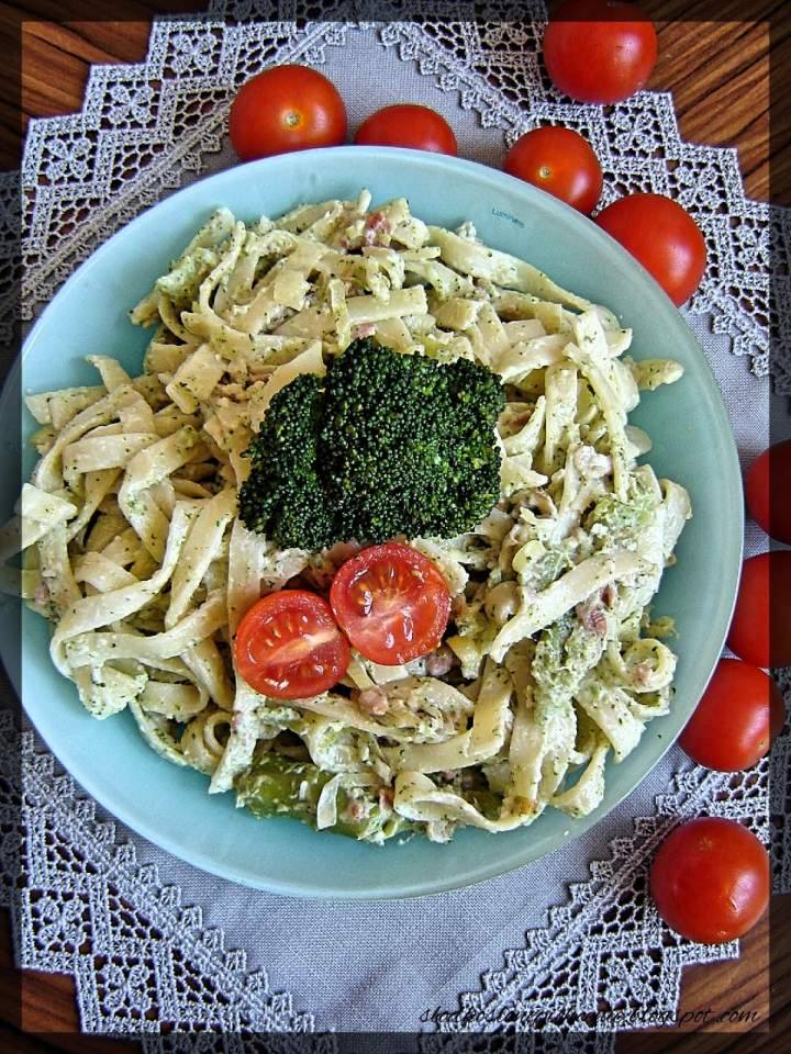 Makaron z brokułami i boczkiem