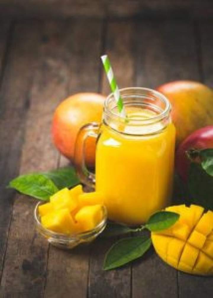 Koktajl z mango i banana.