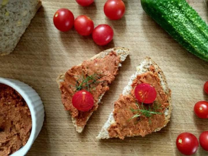 Pasta z suszonych pomidorów i słonecznika