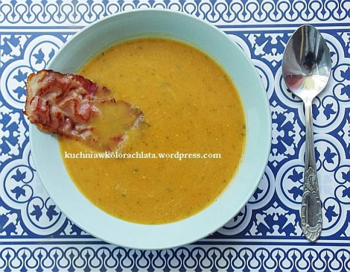 Zupa dyniowa z czipsem z szynki parmeńskiej