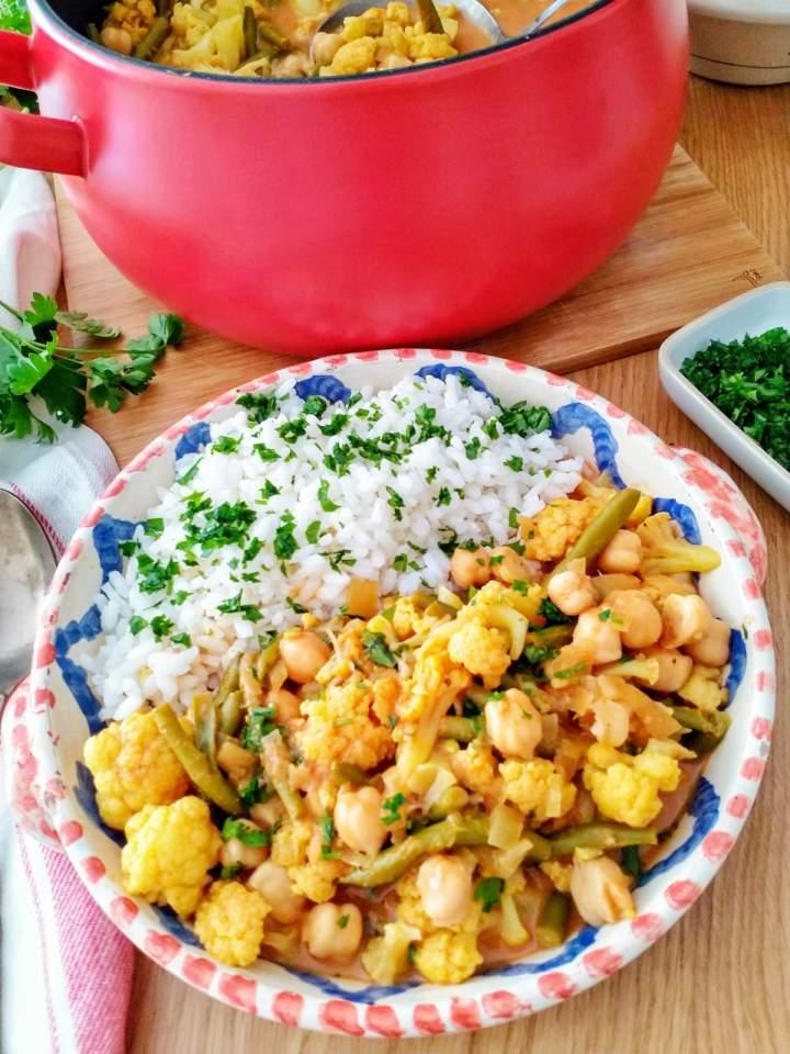 Curry z kalafiorem i ciecierzycą (Curry di ceci e cavolfiore)