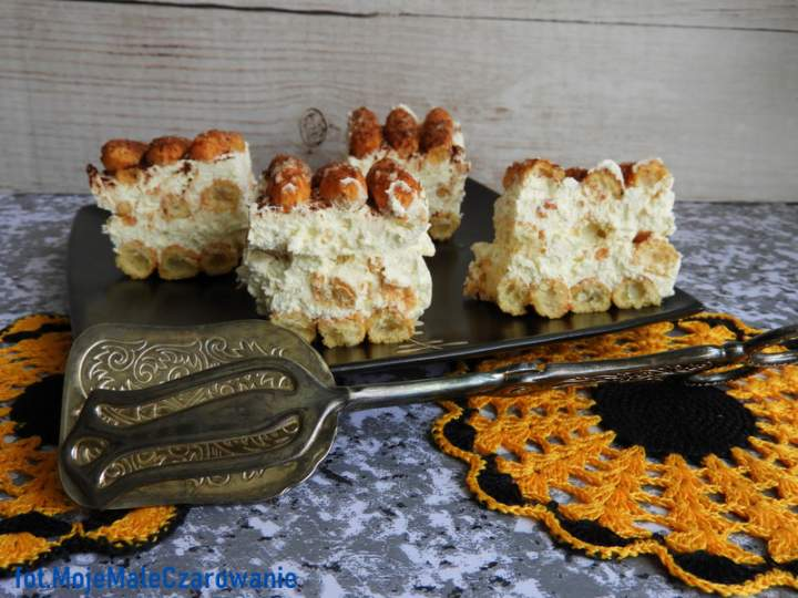 Lekkie ciasto błyskawiczne bez pieczenia ze słomką ptysiową