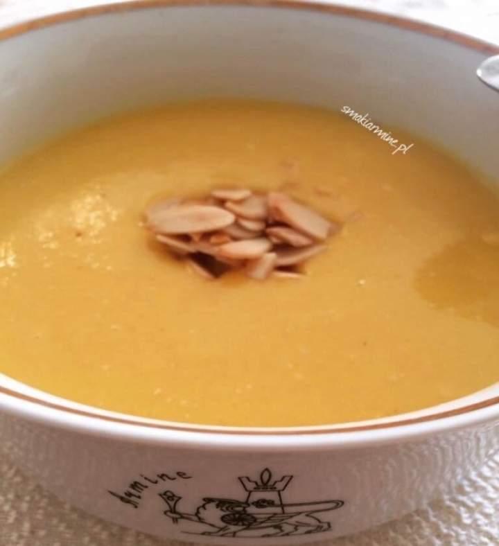 Zupa krem z dyni z brzoskwiniami