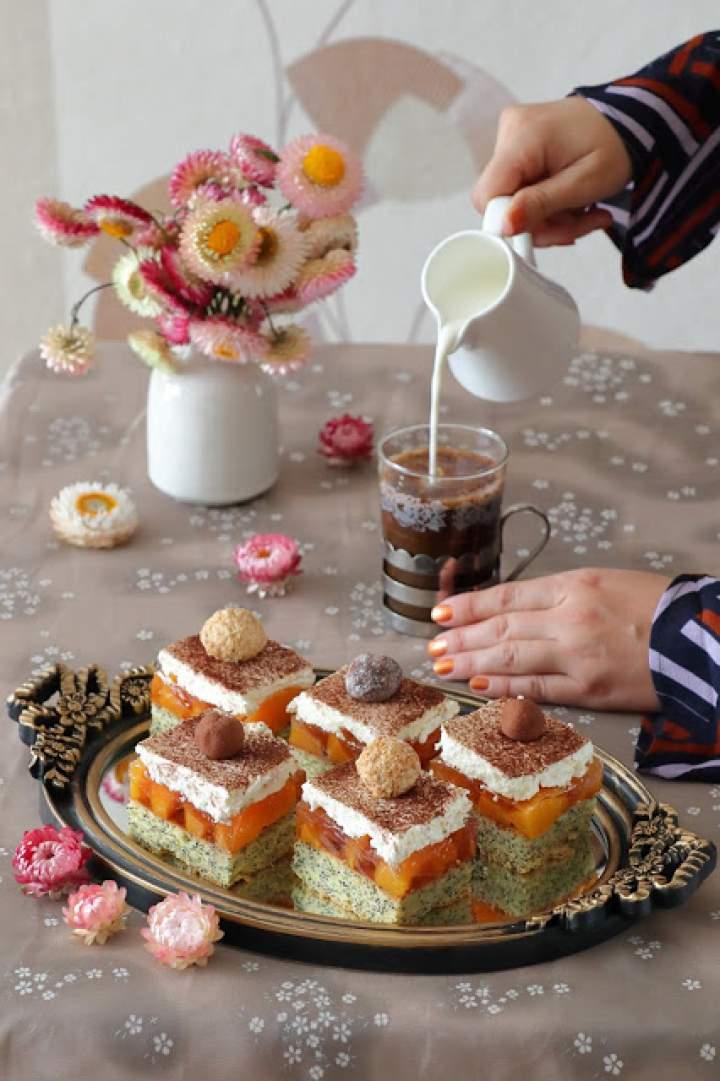 Ciasto brzoskwiniowe na makowym biszkopcie