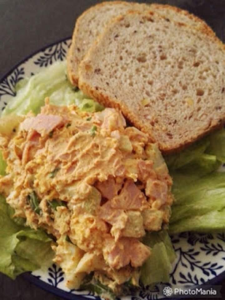 Sałatka jajeczna z szynką