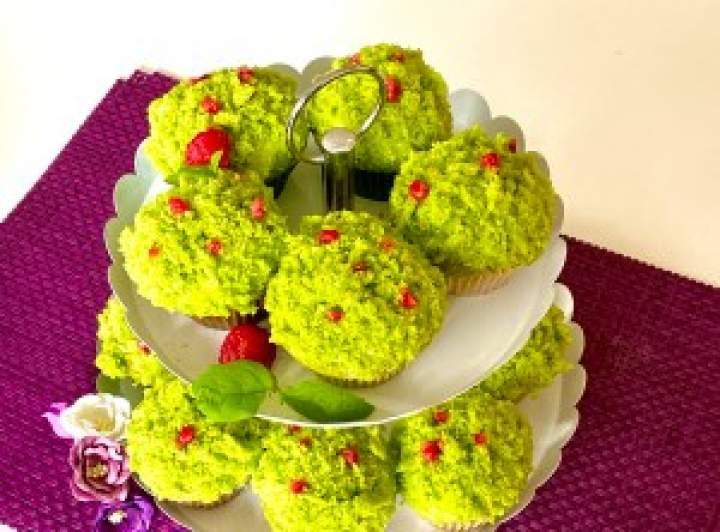 Leśne kopczyki czyli babeczki z kremem i owocami