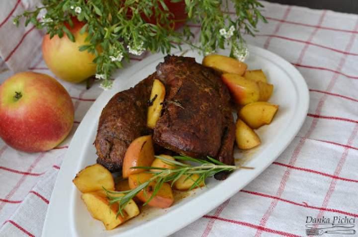 Pieczeń wieprzowa z jabłkami