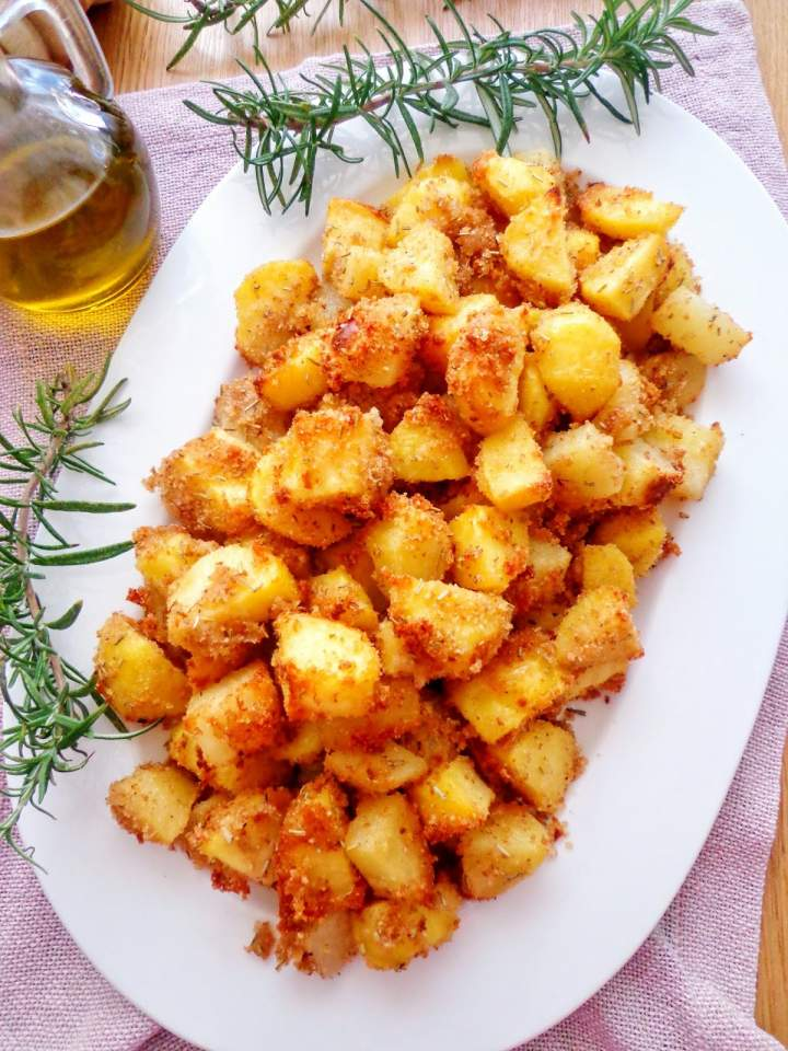 Pieczone ziemniaki  w parmezanowej panierce (Patate sabbiose al forno)
