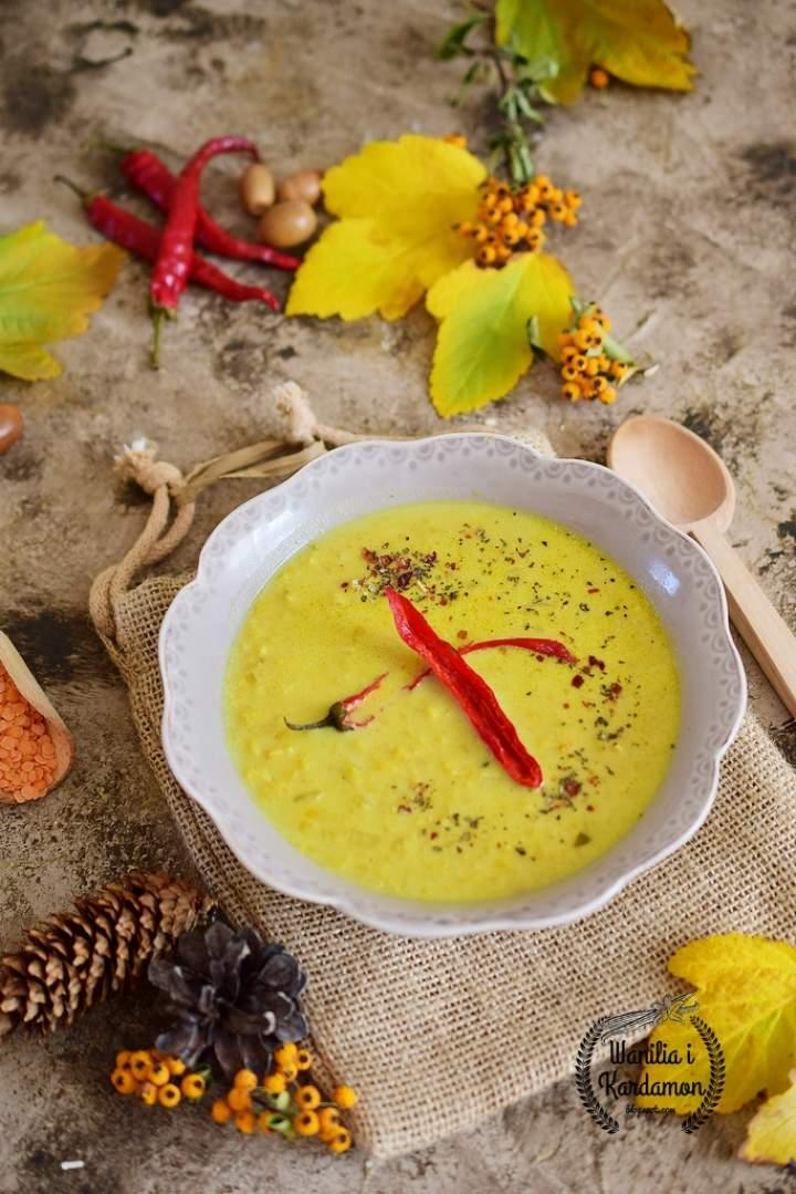 Indyjska rozgrzewająca zupa z soczewicą