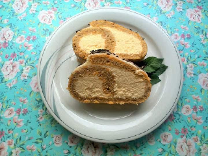 Rolada marchewkowa z kremem jabłkowym