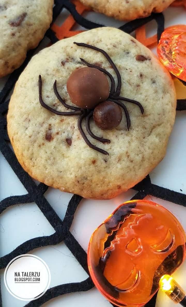 Pająki  na ciastkach na Halloween