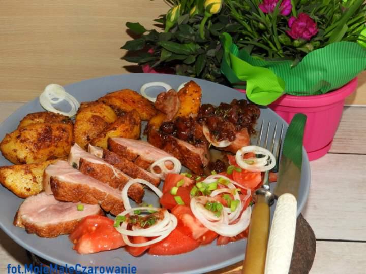 Kaczka z jarzębiną i pieczonymi ziemniakami