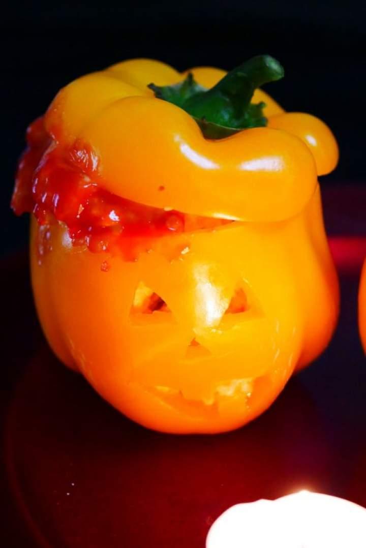 Papryka faszerowana na Halloween