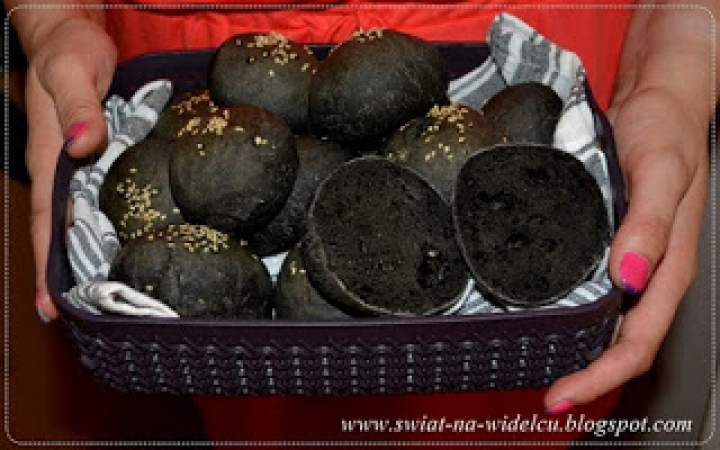 Czarne mini bułeczki do burgerów