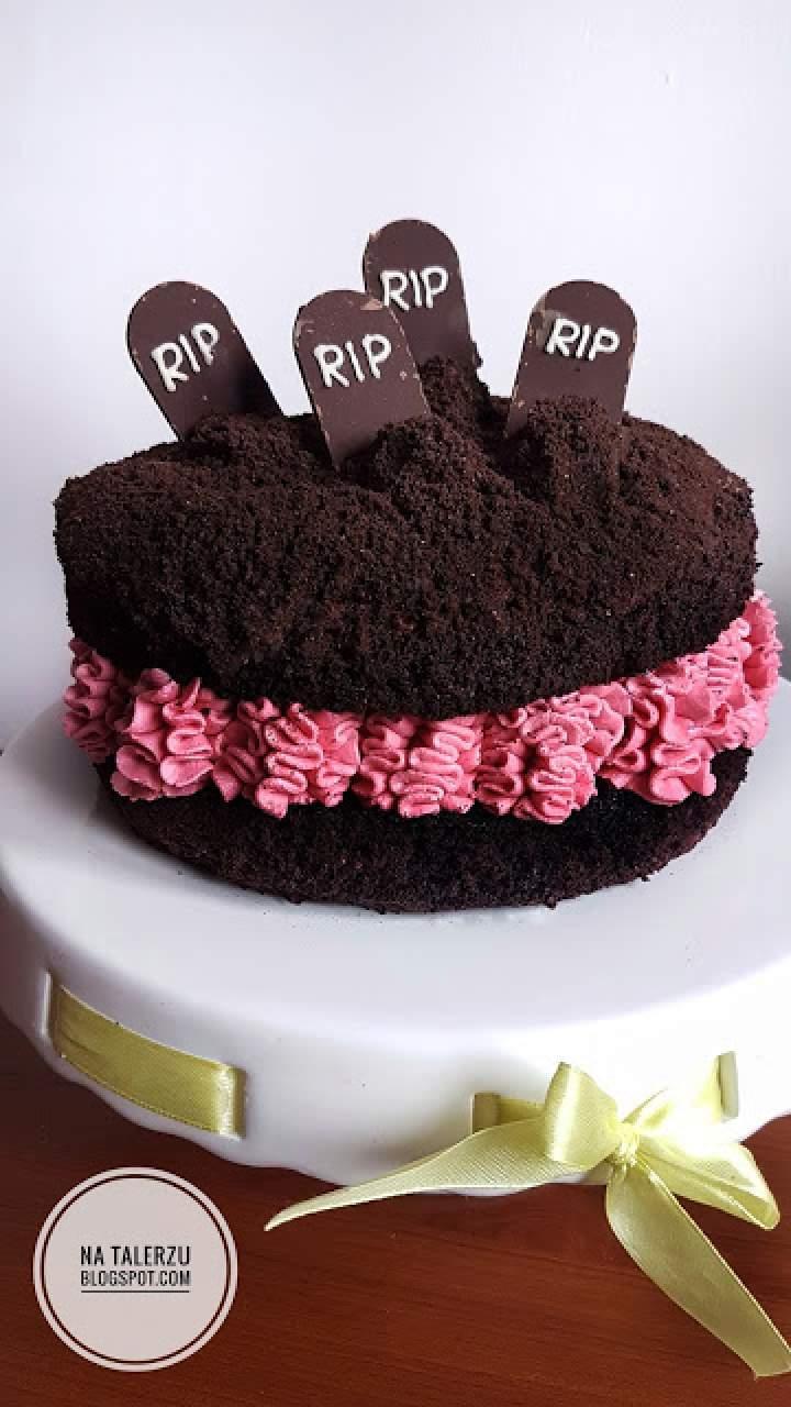 Tort cmentarz na czarnym biszkopcie na Halloween