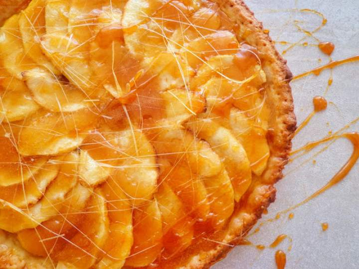 Jabłkowa tarta z karmelem (Crostata di mele e caramello)