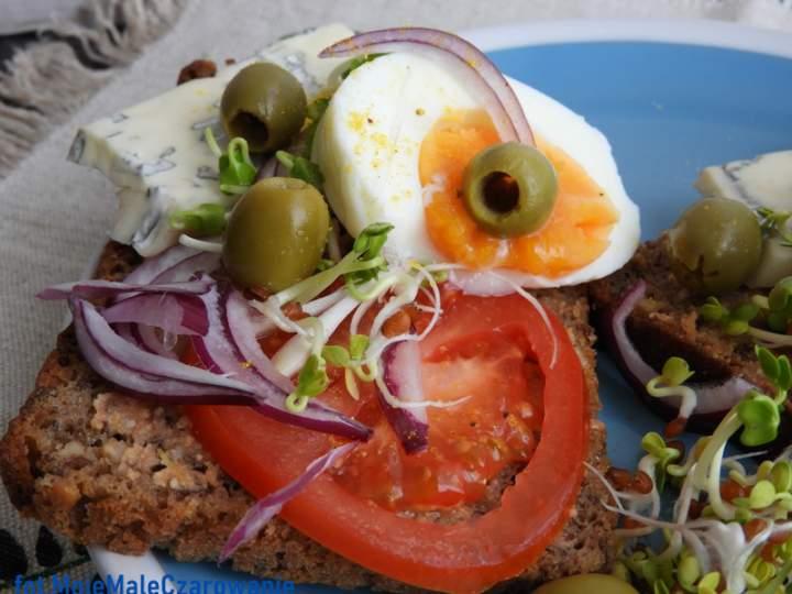 Kanapki z jajem i serem pleśniowym